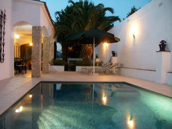 villa avec piscine en espagne appartement location espagne. Black Bedroom Furniture Sets. Home Design Ideas